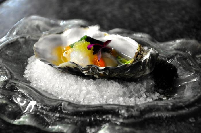 Fresh Gillardeau oysters